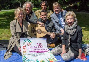 Das Team der Grünflächenunterhaltung um Ideengeber Thomas Nufer (hinten, Mitte) ist bereit für das große Jubiläum auf der Promenade. (Foto: th)
