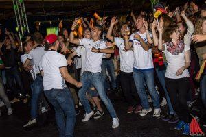Die Party kann weiter gehen, großer Jubel und Erlösung in der Hafenarena. (Foto: th)