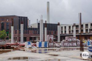 Wie es weitergeht mit der Baustelle am Hansaring ist noch offen, obwohl rund 70 Prozent des Rohbaus bereits fertiggestellt sind. (Foto: Katja Angenent)