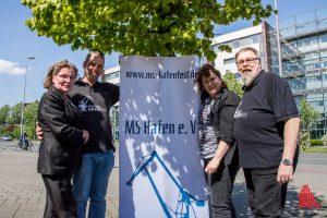"""Sie sind bereit fürs Hafenfest (v.l.): Renate Bratz, Jörg Kersten, Birgit Breuing und """"Dete"""" von Rüden vom Verein """"MS Hafen"""". (Foto: th)"""