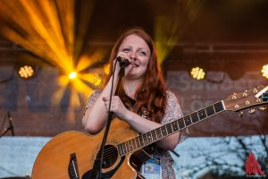 Vanessa Voss auf der AWM-Bühne beim Hafenfest. (Foto: sg)