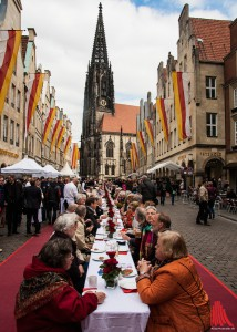 """Die lange Tafel in Münsters """"Guter Stube"""". (Foto: sg)"""