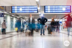 Im vorweihnachtlichen Gedränge im und am Hauptbahnhof tummeln sich auch viele Taschendiebe. (Foto: Thomas M. Weber)