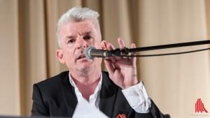 """Heinz Strunk voll in der Rolle seiner neuen Roman Figur """"Fiete"""" Honka. (Foto: wf / Weber)"""