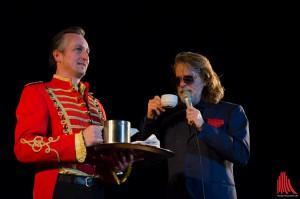 Wenn Helge Schneider in die Stadt kommt, darf es auf der Bühne an nichts fehlen. (Foto: th)