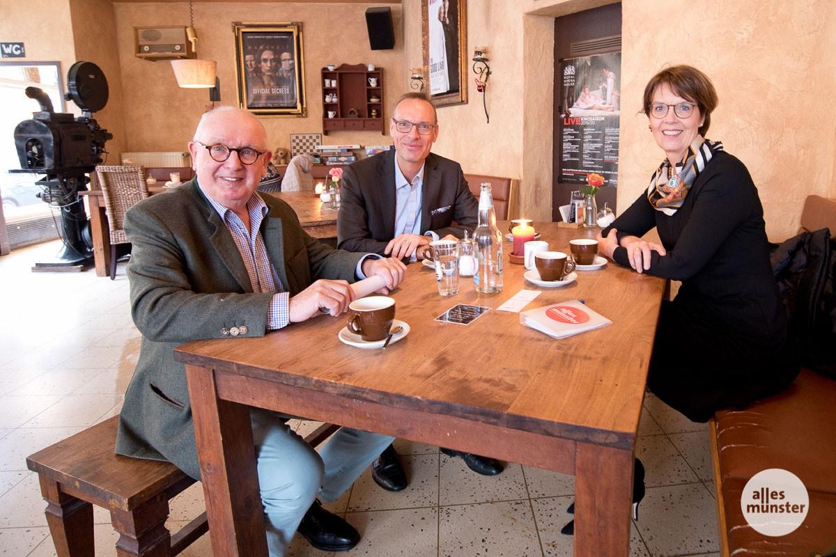 (v.l.:) Henning Stoffers, Steffen Opitz und Mechthild Piper im Schlosstheater. (Foto: Michael Bührke)