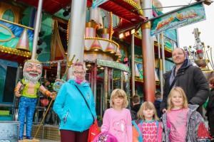 Familienvater Stefan Flume ist mit den Töchtern Matha, Kirsi und deren Freundin Lara auf dem Send unterwegs. (Foto: rwe)