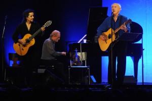 Vor zwei Jahren spielte und sang Herman van Veen zuletzt in Münster, damals an seiner Seite Edith Leerkes und der 2014 verstorbene Erik van der Wurff am Klavier. Ihm ist die aktuelle Tour gewidmet. (Foto: Peter Grewer)