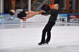 """Bei einem Pressetermin zeigten die Läufer von """"Holiday on Ice"""" vorab, was die Gäste bei der Show erwartet. (Foto: Halle Münsterland)"""