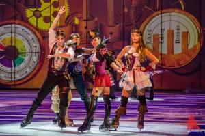 Riesenspektal auf dem Eis mit einem Hauch von Burleske bietet die neue Holiday on Ice Revue. (Foto: th)