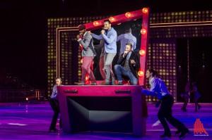 Die Band Vintage Vegas um Sängerstar Giovanni Zarrella (Mitte) sorgt musikalisch für Hitze bei der coolen Eislaufshow. (Foto: th)
