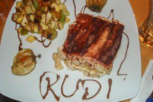 Bei Rudirockt wird nicht nur lecker gegessen, man lernt auch neue Leute seiner Stadt kenne. (Foto: Rudirockt)