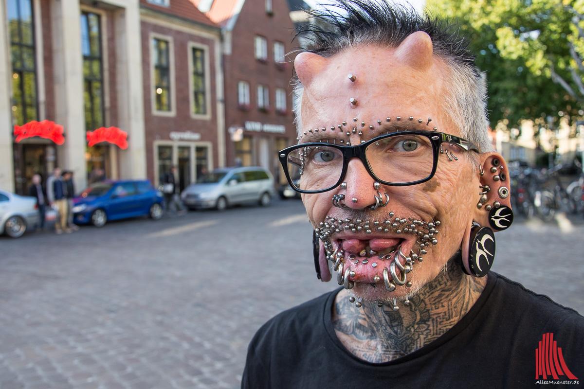 Rolf Buchholz, der meistgepiercte Mann der Welt | ALLES