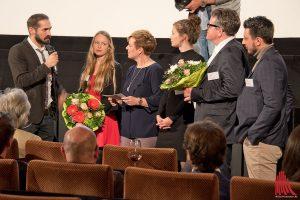 Moderatorin Andrea Hansen (3.v.l.) im Gespräch mit Bastian Schlange vom Team Correctiv. (Foto: mb)
