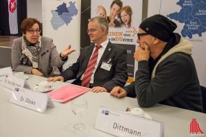 (v.l.:) BASF-Werksleiterin Dr. Renate Bork-Brücken, IHK-Wettbewerbspate Dr. Eckhard Göske und Schirmherr Titus Dittmann. (Foto: th)