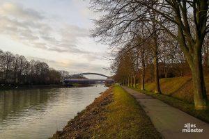Mitte nächsten Monats sollen die ersten Vorarbeiten für die neue Kanalpromenade beginnen, wie beispielsweise die Rodung einiger Bäume. (Foto: Ralf Clausen)
