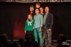 Viele Grüntöne stellt die Truppe von Kappe App vor, nicht nur mit der Bühnenkleidung. (Foto: Thomas Hölscher)