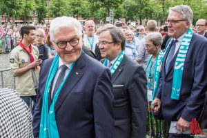 (v.l.:) Bundespräsident Frank-Walter Steinmeier, Ministerpräsident Armin Laschet und ZdK-Präsident Prof. Dr. Thomas Sternberg. (Foto: th)