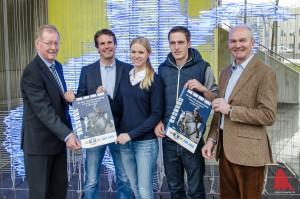 Sie alle freuen sich auf den K+K Cup 2016: (v.l.) Berthold Steghaus von der LVM, Organisator Oliver Schulze Brüning, die internationalen Reiter Annabel Frenzen (Dressur) und Hendrik Dowe (Springen), sowie Reitmeister Hubertus Schmidt. (Foto: th)