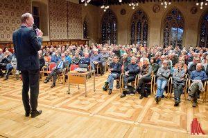 Sven Plöger sprach vor rund 300 Gästen im Rathausfestsaal. (Foto: mb)