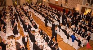 350 geladene Gäste spiesen beim traditionellen Kramermahl im Friedenssaal. (Foto: cabe)
