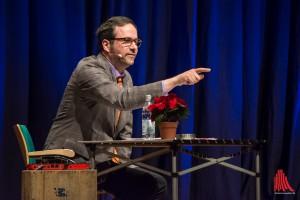 Die erste Reihe im Publikum lebt bei Kurt Krömer gefährlich: Man wird schneller auf die Bühne zitiert, als einem lieb ist. (Foto: th)