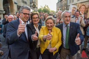 Simone Wendland (2.v.r) und Dr. Stefan Nacke (li.) auf dem Prinzipalmarkt begleitet vorn Sybille Benning (MdB) und CDU-Chef von Münster, Josef Rickfelder (re.). (Foto: th)