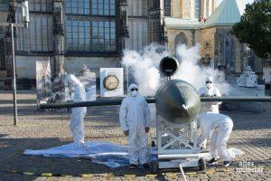 Den Zweiten Weltkrieg verbildlichte Kirchner auch mit Nachbau einer deutschen V1-Rakete, die hier zum wesentlichen Element einer szenischen Inszenierung des Krieges wurde. (Foto: Thomas Hölscher)