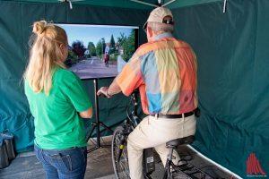 Am Pedelec-Simulator konnten die Besucher ihre Reaktionsfähigkeit testen. (Foto: Michael Bührke)