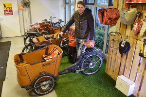 Perfekt für den Wochenendeinkauf oder für den Ausflug mit der ganzen Familie: Magnus Siering von DNL-mobiel stellt auf der Lenz seine Lastenfahrräder vor, die ein Beispiel für neue Mobilitätskonzepte bieten. (a Foto: MCC Halle Münsterland)