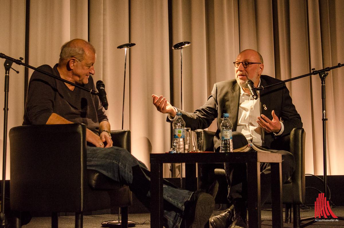 Beide verkörpern Wilsberg auf ihre Art: Leonard Lansink (li.) und Jürgen Kehrer. (Foto: th)