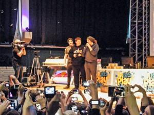 YouTube Stars auf großer Bühne: (v.l.:) Anyart, MrMoregame und Unge. (Foto: privat)