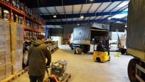 Der letzte Einsatztag - Paletten mit Bautrocknern aus Münster zurück im Logistikzentrum des DRK in Berlin. (Foto: DRK / Wiegmann)