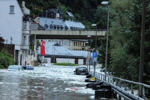 Ein Bild aus dem überfluteten Altena im Märkischen Kreis. Auch hier hat das Hochwasser kräftig zugeschlagen. (Foto: lokalstimme.de)