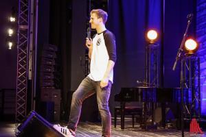 Multitalent Luke Mockridge stand in der Aula am Aasee auf der Bühne. (Foto: kut)
