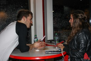 Luke Mockridge nach der Show im Gespräch mit Corina Rosa Clemente von ALLES MÜNSTER. (Foto: kut)