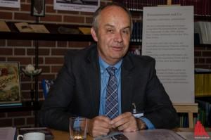 Dr. Bernd Tenbergen vom LWL-Naturkundmuseum stellt das Geburtstagsprogramm vor. (Foto: th)