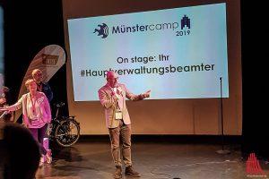 Auch Oberbürgermeister Markus Lewe schaute beim Münstercamp vorbei. (Foto: Katja Angenent)