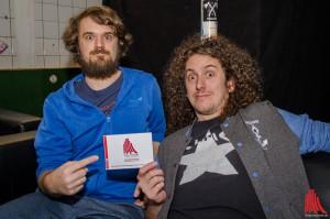 Drummer Sascha und Bassist Niko von Madsen posieren vor dem Interview. (Foto: th)