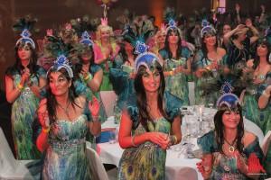"""Als """"zauberhaft schön"""" verkleidet bezeichnete Principale-Präsident Rainer Zahlten die ausschließlich weiblichen Gäste der siebten Mädchensitzung. (Foto: je)"""