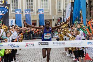 Vorjahressieger Josphat Kiprono aus Kenia hatte auch in diesem Jahr wieder die Nase vorn. (Foto: ml)