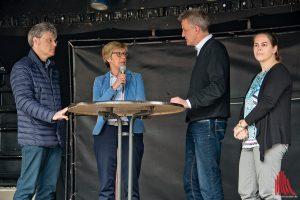 Prof. Michael Quante, Prof. Ute von Lojewski, Norbert Robers und Prof. Angela Schwering (v.l.) während des Podiumsgesprächs. (Foto: mb)