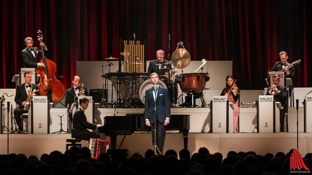 Max Raabe & Palast Orchester begeisterten die Große Halle. (Foto: wf / Weber)