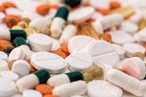 Moderne Medikamente sorgen dafür, dass HIV infizierte Patienten ein langes Leben haben. (Foto: CC0)