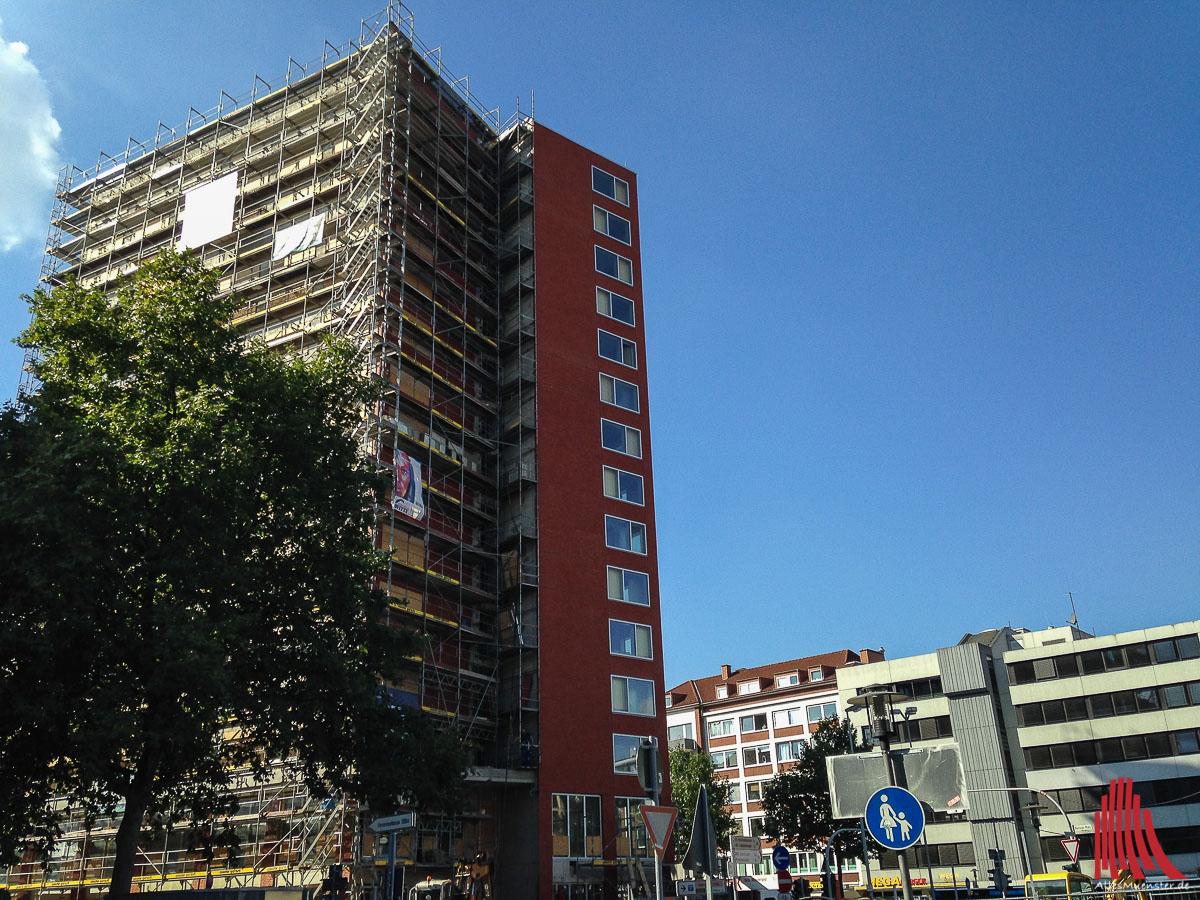 In dem neuen Hochhaus am Hauptbahnhof sind 130 Wohneinheiten entstanden. (Foto: th)