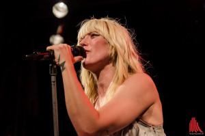 Sängerin Mieze hat das MIA Publikum fest im Griff. (Foto: th)
