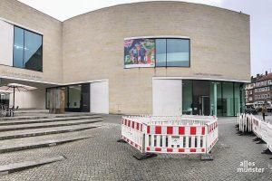 """Über vier Jahre lang stand an dieser Stelle vor dem LWL-Museum der """"Bogenschütze"""" von Henry Moore. (Foto: Michael Bührke)"""