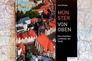 """""""Münster von oben – Die schönsten Luftbilder der Stadt"""" von Hans Blossey. (Foto: Michael Wietholt)"""