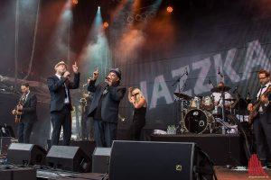 Die Jazzkantine eröffnete den Abend auf dem Domplatz. (Foto: th)