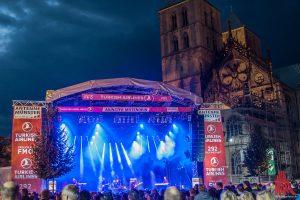 Auf dem Domplatz sahen rund 10.000 Zuschauer die Headliner-Konzerte. (Foto: sg)